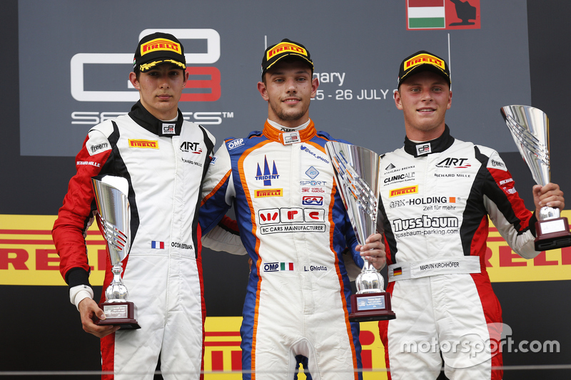 Luca Ghiotto, Trident merayakan his win di podium bersama peringkat kedua Esteban Ocon, ART Grand Prix, dan third place Marvin Kirchhofer, ART Grand Prix