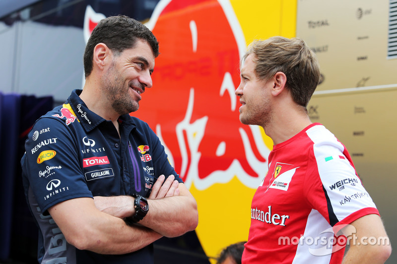 (Kiri ke Kanan): Guillaume Rocquelin, Red Bull Racing Head of Race Engineering dengan Sebastian Vett