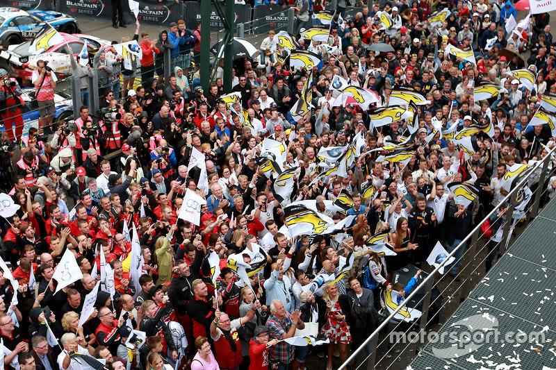 Fans wait for podium celebrations