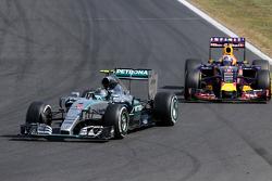 Нико Росберг, Mercedes AMG F1 Team и Даниэль Риккардо, Red Bull Racing