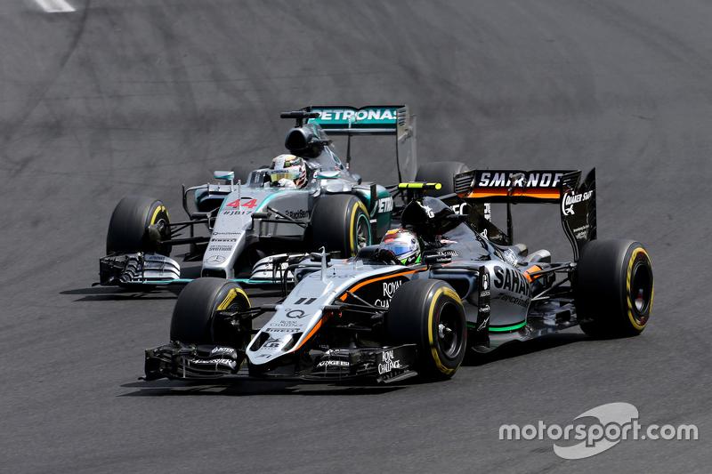 Sergio Perez, Sahara Force India; Lewis Hamilton, Mercedes AMG F1 Team