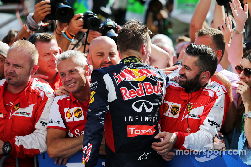 Daniil Kvyat, Red Bull Racing merayakan di parc ferme