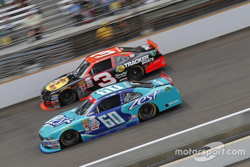 Chris Buescher, Roush Fenway Racing Ford dan Ty Dillon, Richard Childress Racing Chevrolet