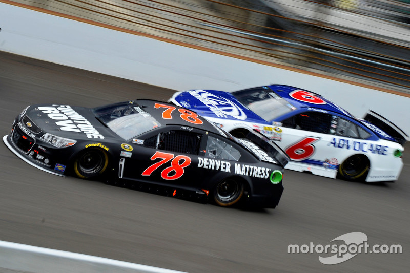 Мартін Труекс мол., Furniture Row Racing Chevrolet та Тревор Бейн, Roush Fenway Racing Ford