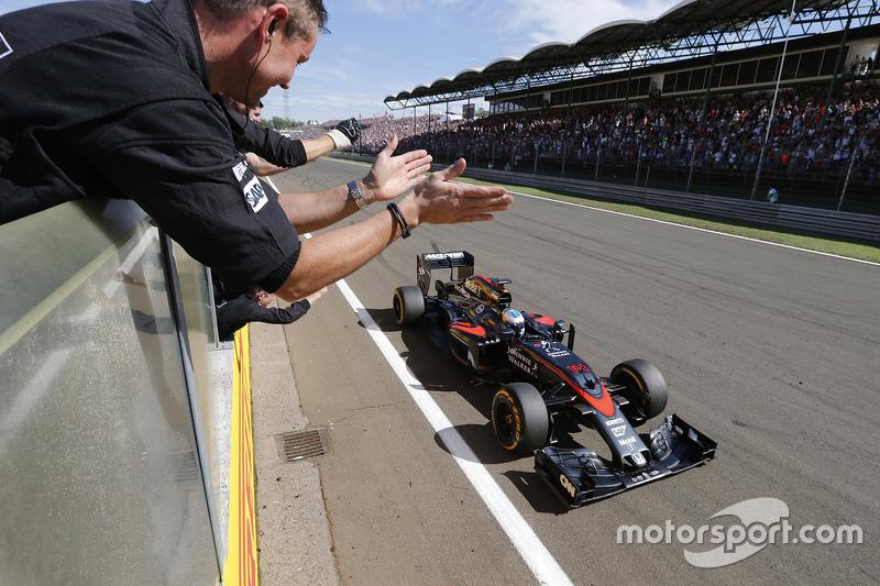 GP da Hungria 2015 – De volta à McLaren, Alonso sofreu com o motor Honda. Seu melhor resultado foi na Hungria, 5º. Seu ano se iniciou em um acidente grave e até hoje mal explicado nos testes, que o fez perder o 1º GP.
