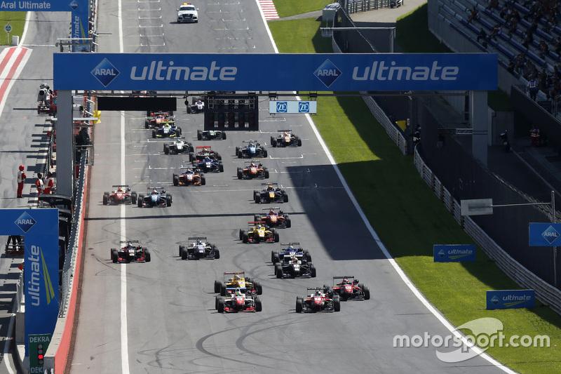 Start of the race, Jake Dennis, Prema Powerteam Dallara Mercedes-Benz memimpin di depan Felix Rosenqvist, Prema Powerteam Dallara Mercedes-Benz