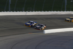 Chris Buescher, Roush Fenway Racing Ford dan Chase Elliott, JR Motorsports Chevrolet
