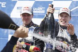Pemenang balapan, Jari-Matti Latvala, danMiikka Anttila, Volkswagen Polo WRC, Volkswagen Motorsport