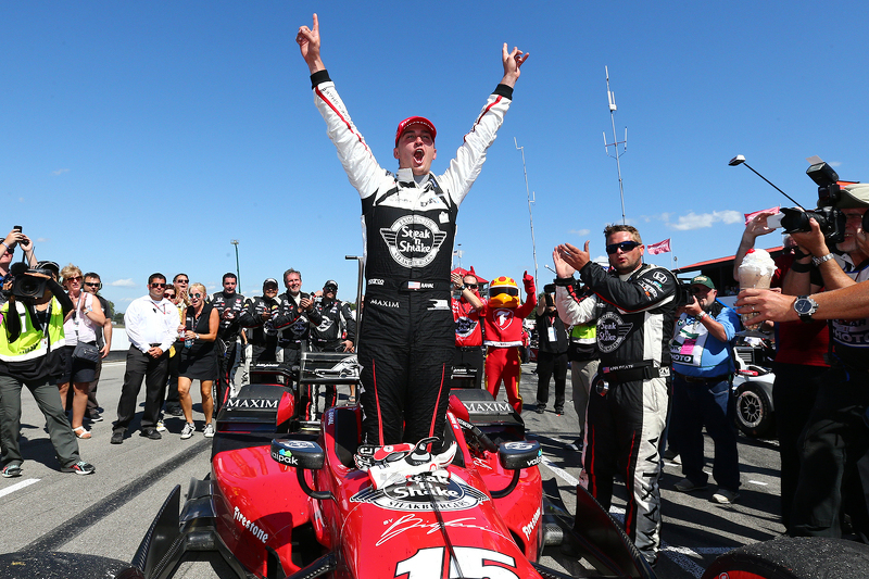 Race winner Graham Rahal, Rahal Letterman Lanigan Racing Honda celebrates