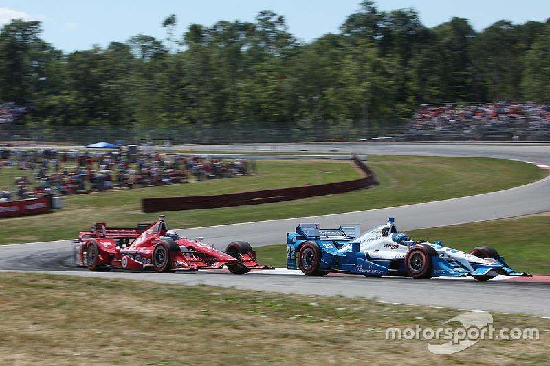 Simon Pagenaud, Team Penske Chevrolet, dan Scott Dixon, Chip Ganassi Racing Chevrolet