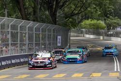 In Führung nach dem Start: Craig Lowndes, Triple Eight Race Engineering, Holden
