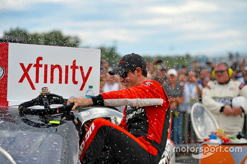Juara balapan Joey Logano, Team Penske