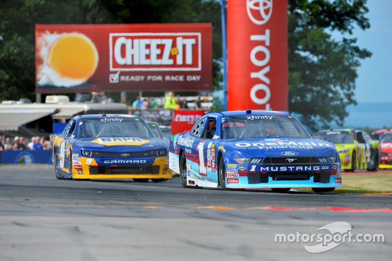 Elliott Sadler, Roush Fenway Racing Ford and Chase Elliott, JR Motorsports Chevrolet