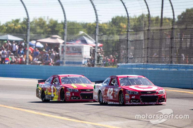 Kyle Larson, dan Jamie McMurray, Chip Ganassi Racing Chevrolets
