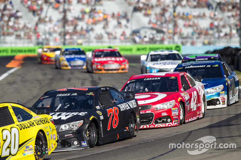 Мартін Труекс мол., Furniture Row Racing Chevrolet та Кайл Ларсон, Chip Ganassi Racing Chevrolet
