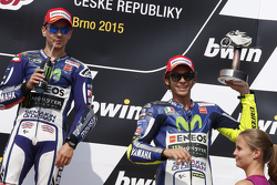 Ganador: Jorge Lorenzo, Yamaha Factory Racing y el tercer lugar, Valentino Rossi, Yamaha Factory Racing