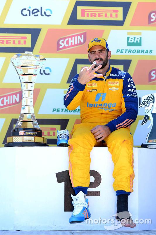 Juara balapan Thiago Camilo merayakan