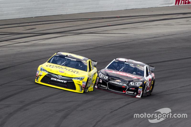 Matt Kenseth, Joe Gibbs Racing Toyota, dan Austin Dillon, Richard Childress Racing Chevrolet