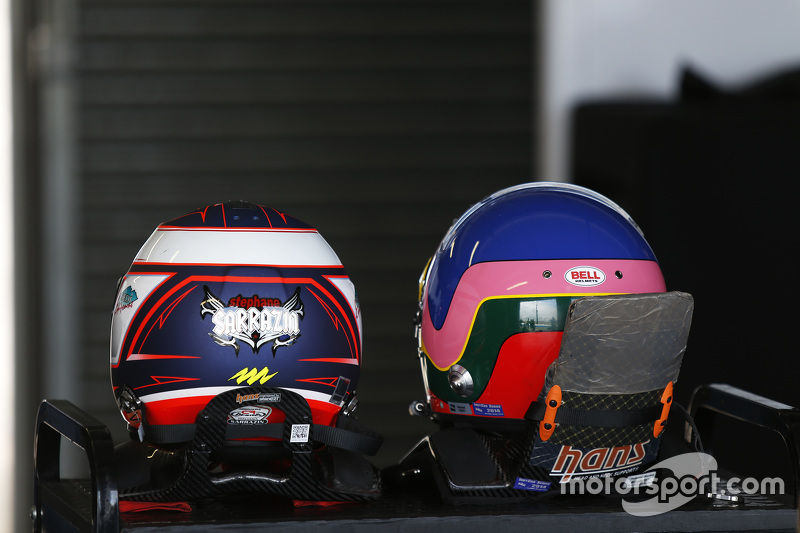 Die Helme von Stéphane Sarrazin und Jacques Villeneuve
