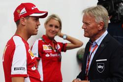Sebastian Vettel, Ferrari, conversa com Mark Surer