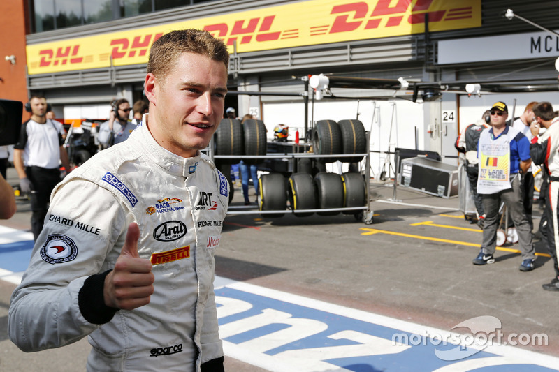 Stoffel Vandoorne, ART Grand Prix merayakan his pole position in Parc Ferme