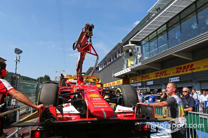 Ferrari SF15-T of Kimi Raikkonen, Ferrari is recovered back to pits on back of a truck after qualify