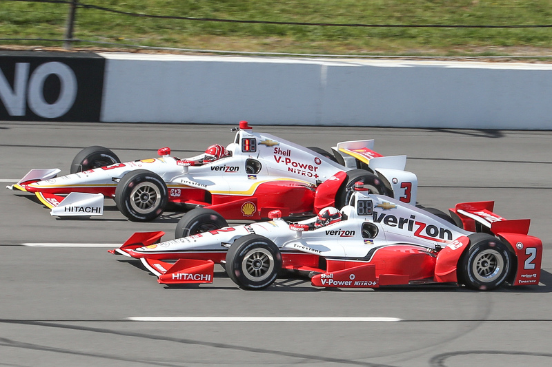 Simon Pagenaud, Team Penske Chevrolet dan Helio Castroneves, Team Penske Chevrolet