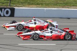 Simon Pagenaud, Team Penske Chevrolet andHelio Castroneves, Team Penske Chevrolet
