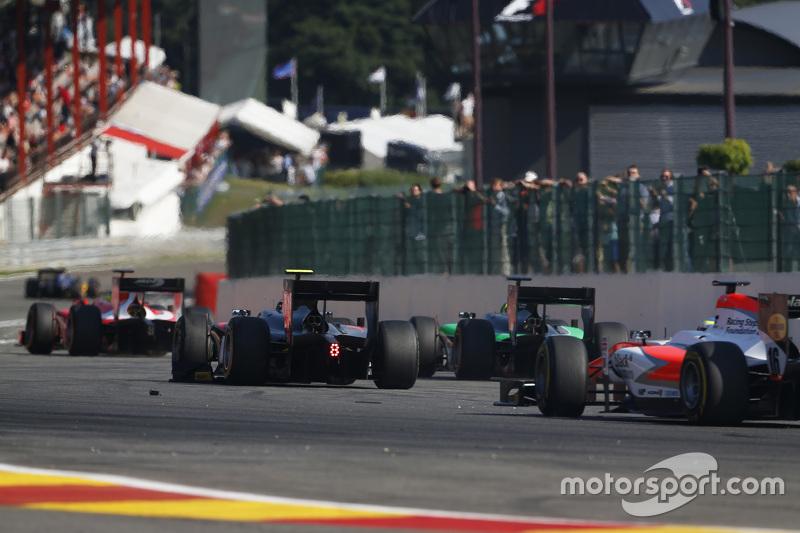 Нобухару Мацушіта, ART Grand Prix та Річі Стеневей, Status Grand Prix & Олівер Роуланд , MP Motorsport