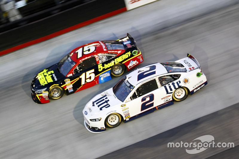 Clint Bowyer, Michael Waltrip Racing Toyota dan Brad Keselowski, Team Penske Ford