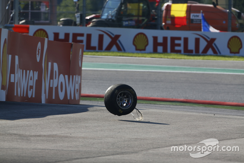 Sebuah roda dari mobil Matthew Parry, Koiranen GP