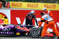 دانيال ريكاردو، ريد بُل ينسحب من السباق