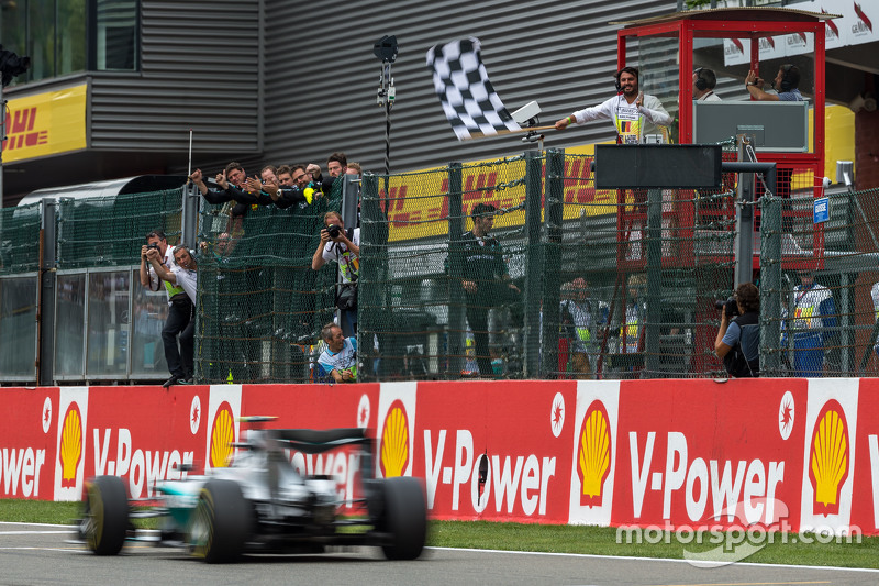 Nico Rosberg, Mercedes AMG F1 takes the chequered flag at the end of the race