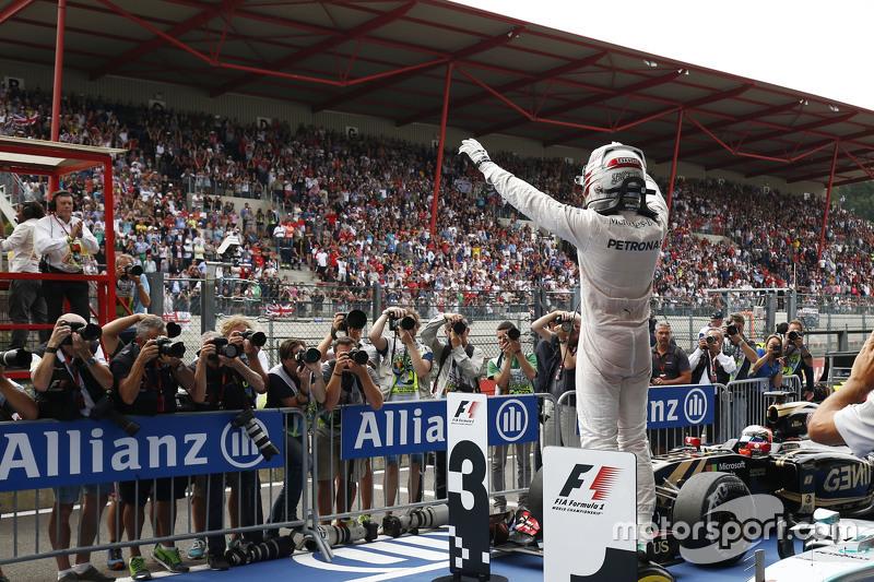 Pemenang balapan, Lewis Hamilton, Mercedes AMG F1 W06