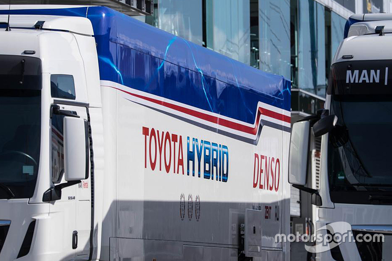 Alat pengangkut Toyota Racing