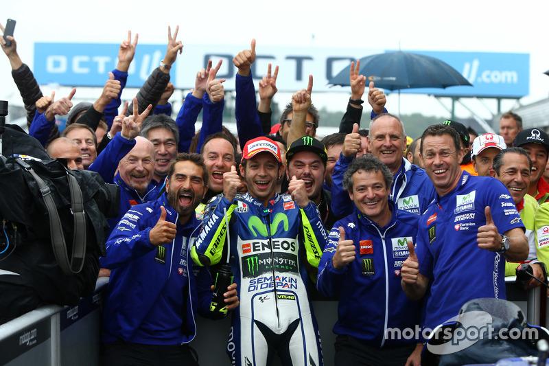 Festejo con el equipo en Silverstone