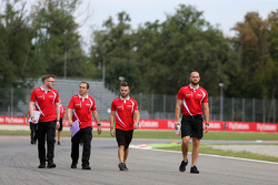 Will Stevens, Manor F1 Team walks the circuit with the team