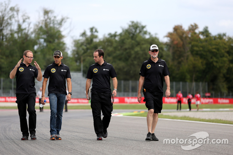 Pastor Maldonado, Lotus F1 Team, mit Mark Slade, Renningenieur,  Lotus F1 Team