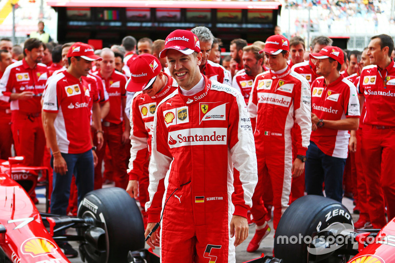 Sebastian Vettel, Ferrari at a team photograph