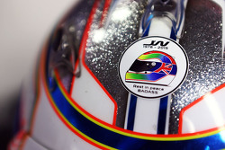 El casco de Will Stevens, Manor F1 Team con un homenaje a Justin Wilson