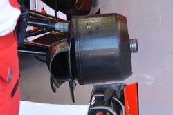 Ferrari SF15-T, cestelli dei freni asimmetrici