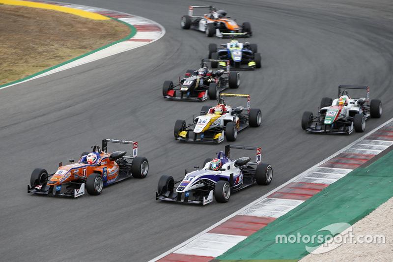 Мішель Беретта, Mücke Motorsport Dallara Mercedes-Benz та Він Чун Чанг, Fortec Motorsports Dallara M