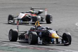 Callum Ilott, Carlin Dallara Volkswagen and Alexander Sims, HitechGP Dallara Mercedes-Benz