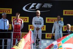 Podium : le second Sebastian Vettel, Ferrari; le vainqueur Lewis Hamilton, Mercedes AMG F1; le troisième Felipe Massa, Williams