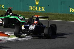 Mitch Gilbert, Carlin leads Sandy Stuvik, Status Grand Prix
