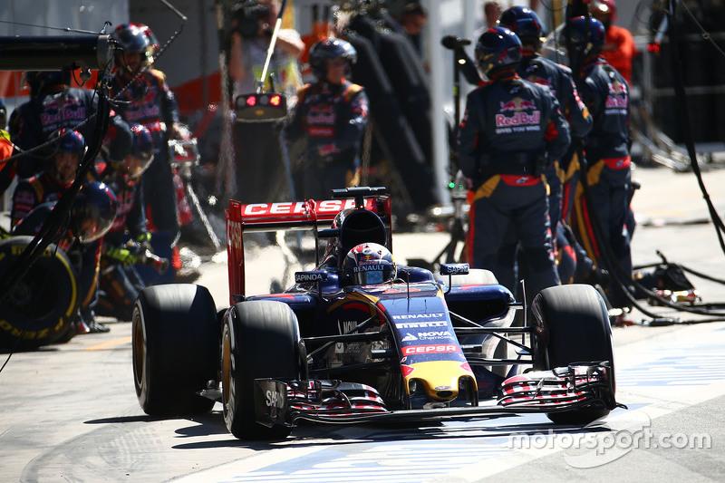 Макс Ферстаппен, Scuderia Toro Rosso STR10 робить піт-стоп