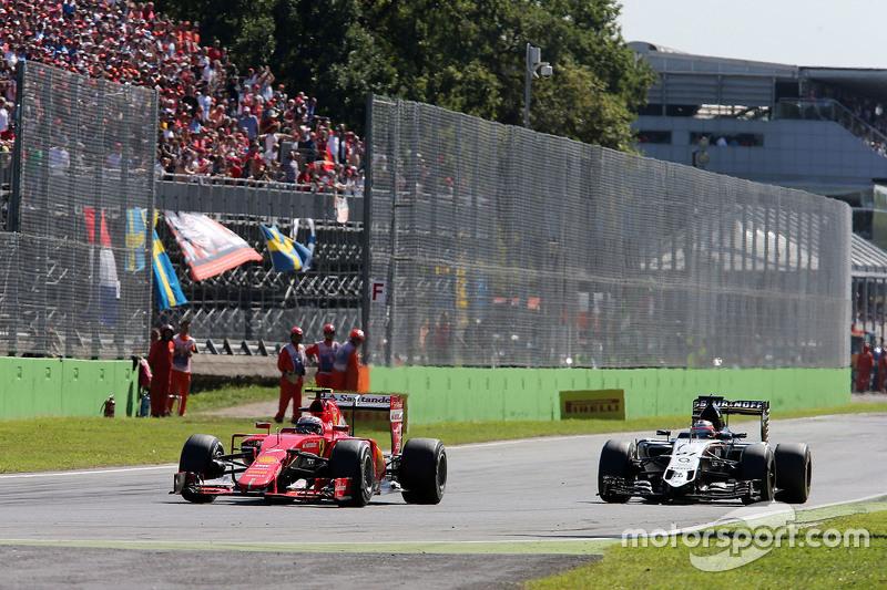 Kimi Raikkonen, Ferrari SF15-T and Nico Hulkenberg, Sahara Force India F1 VJM08 battle for position