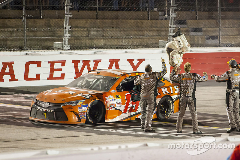 Le vainqueur Carl Edwards, Joe Gibbs Racing Toyota