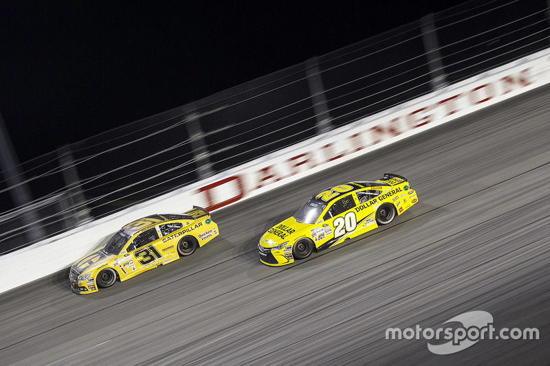 Ryan Newman, Richard Childress Racing Chevrolet and Matt Kenseth, Joe Gibbs Racing Toyota