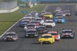 Старт: Тимо Глок, BMW Team MTEK BMW M3 DTM - лидирует